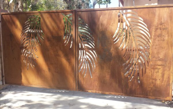 Leaf Mural Gate with Rusty Finish
